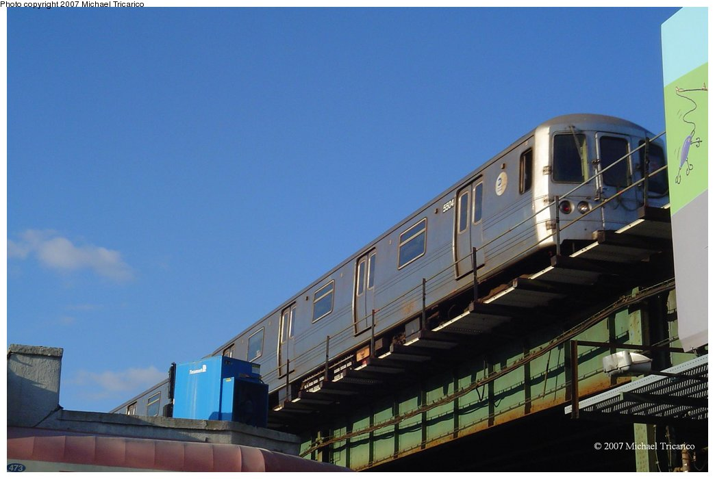 (109k, 1044x700)<br><b>Country:</b> United States<br><b>City:</b> New York<br><b>System:</b> New York City Transit<br><b>Line:</b> BMT Culver Line<br><b>Location:</b> Kings Highway <br><b>Route:</b> F<br><b>Car:</b> R-46 (Pullman-Standard, 1974-75) 5504 <br><b>Photo by:</b> Michael Tricarico<br><b>Date:</b> 4/9/2007<br><b>Viewed (this week/total):</b> 3 / 3499