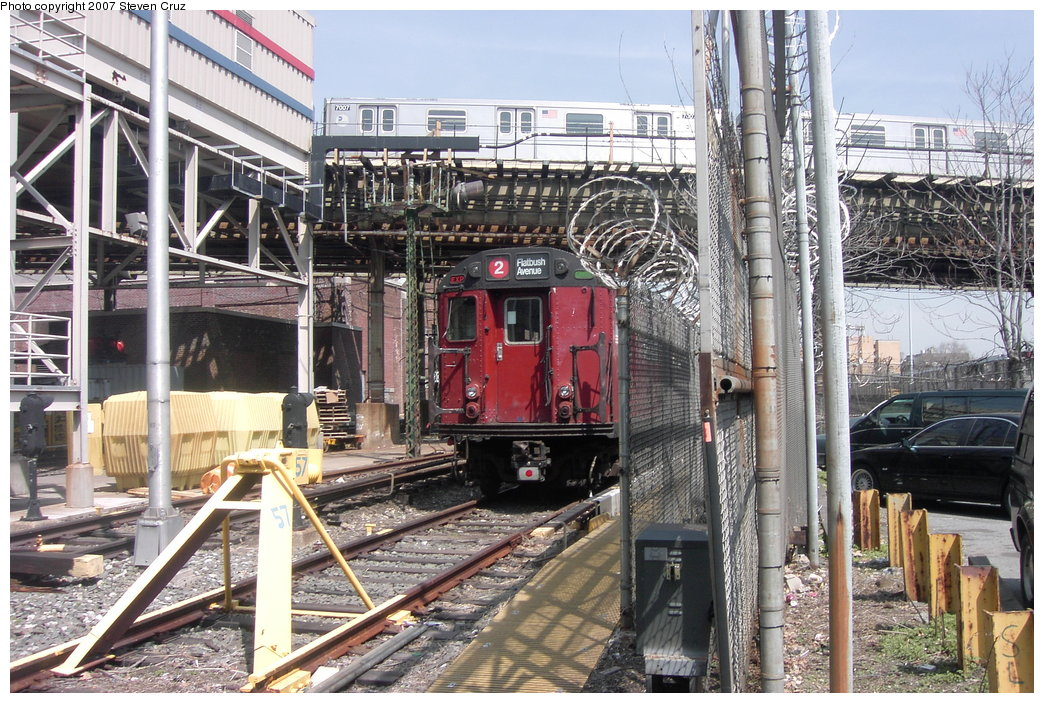 (248k, 1044x703)<br><b>Country:</b> United States<br><b>City:</b> New York<br><b>System:</b> New York City Transit<br><b>Location:</b> 239th Street Yard<br><b>Route:</b> Work Service<br><b>Car:</b> R-33 World's Fair (St. Louis, 1963-64) 9322 <br><b>Photo by:</b> Steven Cruz<br><b>Date:</b> 4/11/2007<br><b>Viewed (this week/total):</b> 2 / 5212