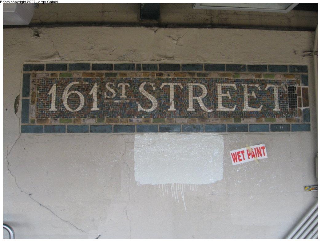 (144k, 1044x788)<br><b>Country:</b> United States<br><b>City:</b> New York<br><b>System:</b> New York City Transit<br><b>Line:</b> IRT Woodlawn Line<br><b>Location:</b> 161st Street/River Avenue (Yankee Stadium) <br><b>Photo by:</b> Jorge Catayi<br><b>Date:</b> 3/26/2007<br><b>Viewed (this week/total):</b> 0 / 1169