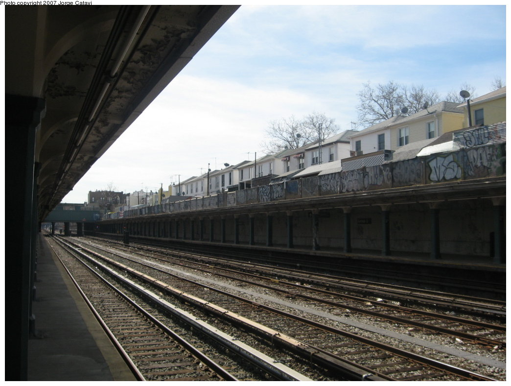 (166k, 1044x788)<br><b>Country:</b> United States<br><b>City:</b> New York<br><b>System:</b> New York City Transit<br><b>Line:</b> BMT Sea Beach Line<br><b>Location:</b> Avenue U <br><b>Photo by:</b> Jorge Catayi<br><b>Date:</b> 3/12/2007<br><b>Notes:</b> Station view looking southeast.<br><b>Viewed (this week/total):</b> 0 / 1713