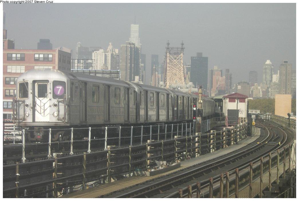 (147k, 1044x703)<br><b>Country:</b> United States<br><b>City:</b> New York<br><b>System:</b> New York City Transit<br><b>Line:</b> IRT Flushing Line<br><b>Location:</b> Queensborough Plaza <br><b>Route:</b> 7<br><b>Car:</b> R-62A (Bombardier, 1984-1987)  2045 <br><b>Photo by:</b> Steven Cruz<br><b>Date:</b> 11/7/2006<br><b>Viewed (this week/total):</b> 1 / 2509