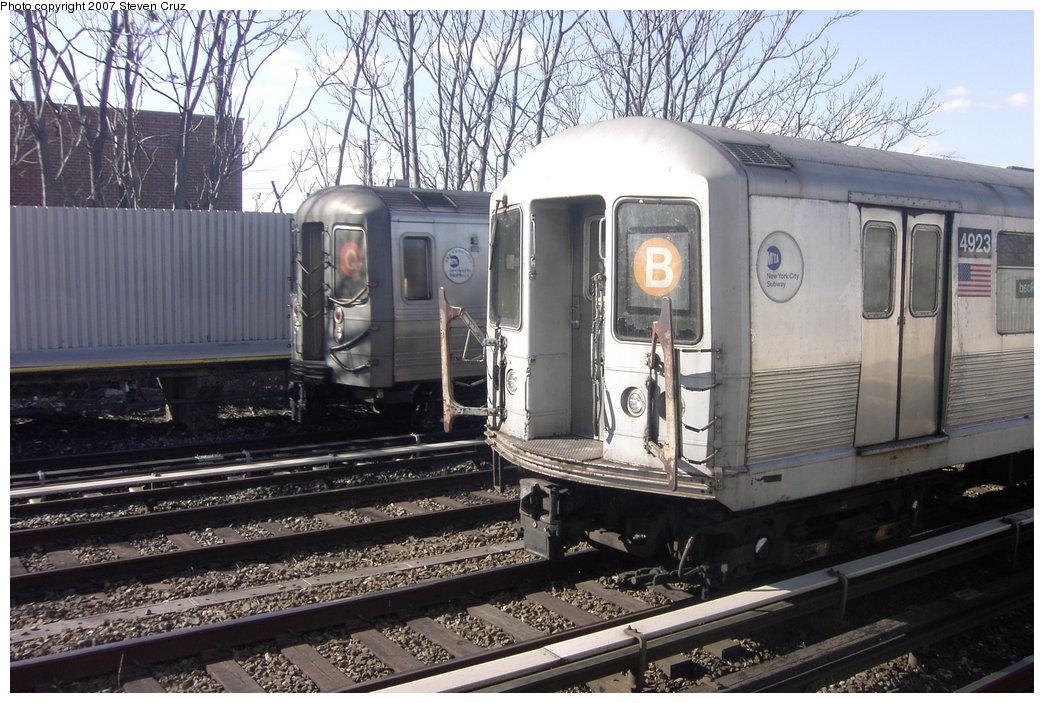 (210k, 1044x703)<br><b>Country:</b> United States<br><b>City:</b> New York<br><b>System:</b> New York City Transit<br><b>Line:</b> BMT Brighton Line<br><b>Location:</b> Neck Road <br><b>Route:</b> B<br><b>Car:</b> R-42 (St. Louis, 1969-1970)  4923 <br><b>Photo by:</b> Steven Cruz<br><b>Date:</b> 2/10/2007<br><b>Viewed (this week/total):</b> 0 / 2444