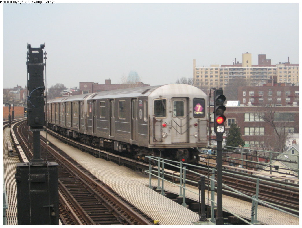 (155k, 1044x788)<br><b>Country:</b> United States<br><b>City:</b> New York<br><b>System:</b> New York City Transit<br><b>Line:</b> IRT Flushing Line<br><b>Location:</b> 61st Street/Woodside <br><b>Route:</b> 7<br><b>Car:</b> R-62A (Bombardier, 1984-1987)  2125 <br><b>Photo by:</b> Jorge Catayi<br><b>Date:</b> 3/14/2007<br><b>Viewed (this week/total):</b> 0 / 2193