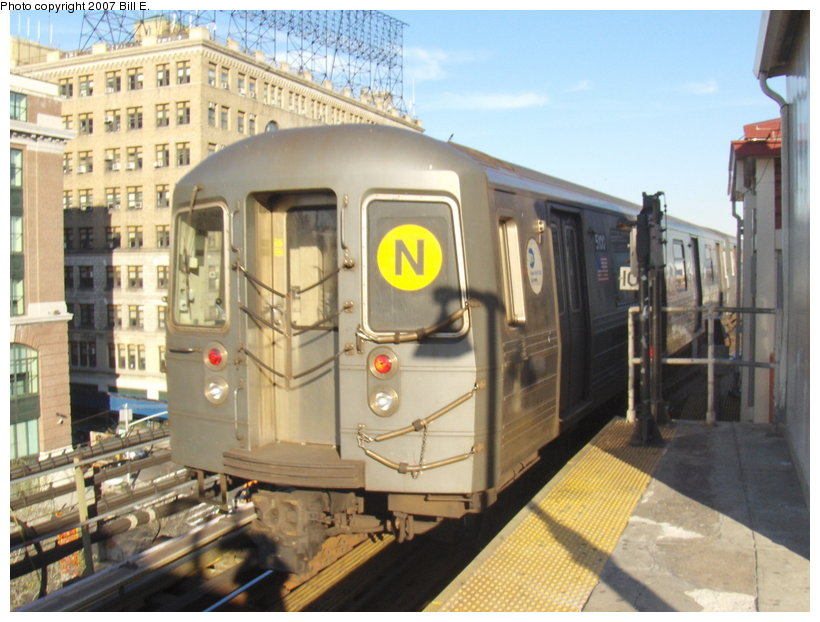 (116k, 820x622)<br><b>Country:</b> United States<br><b>City:</b> New York<br><b>System:</b> New York City Transit<br><b>Line:</b> BMT Astoria Line<br><b>Location:</b> Queensborough Plaza <br><b>Route:</b> N<br><b>Car:</b> R-68A (Kawasaki, 1988-1989)  5100 <br><b>Photo by:</b> Bill E.<br><b>Date:</b> 4/21/2007<br><b>Viewed (this week/total):</b> 1 / 2190