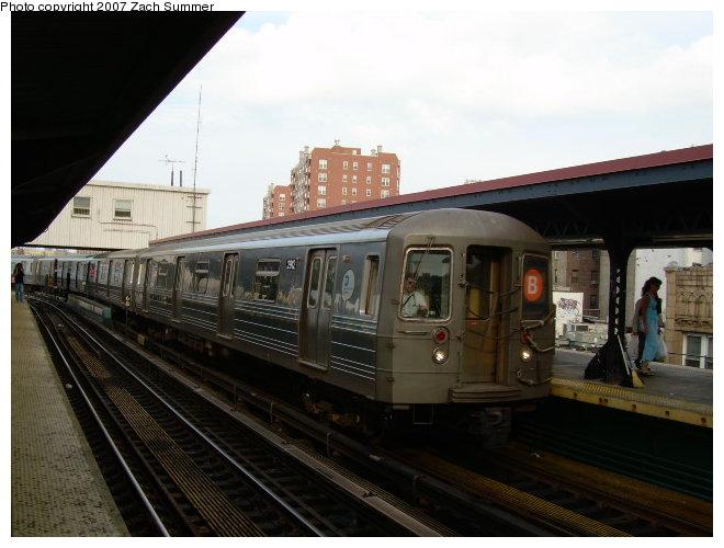 (104k, 660x500)<br><b>Country:</b> United States<br><b>City:</b> New York<br><b>System:</b> New York City Transit<br><b>Line:</b> BMT Brighton Line<br><b>Location:</b> Brighton Beach <br><b>Route:</b> B<br><b>Car:</b> R-68 (Westinghouse-Amrail, 1986-1988)  2812 <br><b>Photo by:</b> Zach Summer<br><b>Date:</b> 6/28/2006<br><b>Viewed (this week/total):</b> 0 / 2055