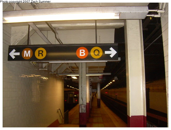 (103k, 660x500)<br><b>Country:</b> United States<br><b>City:</b> New York<br><b>System:</b> New York City Transit<br><b>Location:</b> DeKalb Avenue<br><b>Photo by:</b> Zach Summer<br><b>Date:</b> 8/13/2006<br><b>Notes:</b> Platform view.<br><b>Viewed (this week/total):</b> 1 / 2726