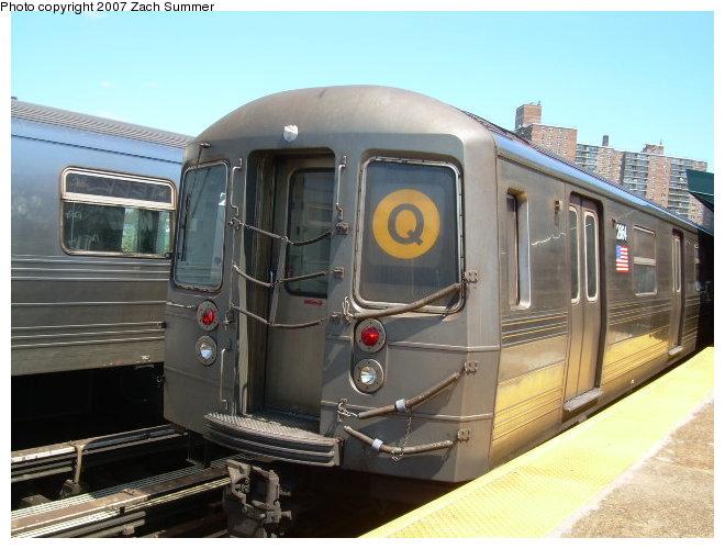 (112k, 660x500)<br><b>Country:</b> United States<br><b>City:</b> New York<br><b>System:</b> New York City Transit<br><b>Line:</b> BMT Brighton Line<br><b>Location:</b> West 8th Street <br><b>Route:</b> Q<br><b>Car:</b> R-68 (Westinghouse-Amrail, 1986-1988)  2864 <br><b>Photo by:</b> Zach Summer<br><b>Date:</b> 8/13/2006<br><b>Viewed (this week/total):</b> 0 / 1743