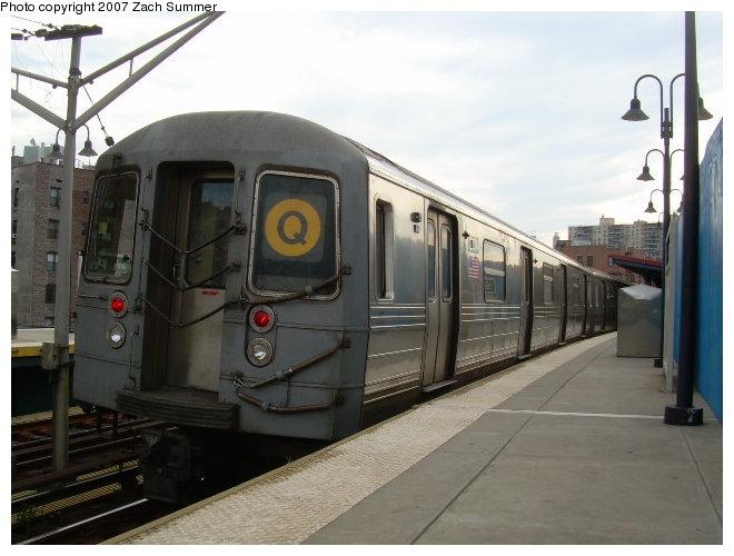 (104k, 660x500)<br><b>Country:</b> United States<br><b>City:</b> New York<br><b>System:</b> New York City Transit<br><b>Line:</b> BMT Brighton Line<br><b>Location:</b> Ocean Parkway <br><b>Route:</b> Q<br><b>Car:</b> R-68 (Westinghouse-Amrail, 1986-1988)  2834 <br><b>Photo by:</b> Zach Summer<br><b>Date:</b> 8/22/2006<br><b>Viewed (this week/total):</b> 0 / 1779