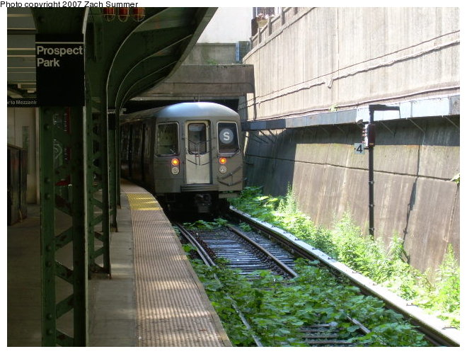 (128k, 660x500)<br><b>Country:</b> United States<br><b>City:</b> New York<br><b>System:</b> New York City Transit<br><b>Line:</b> BMT Franklin<br><b>Location:</b> Prospect Park <br><b>Route:</b> Franklin Shuttle<br><b>Car:</b> R-68 (Westinghouse-Amrail, 1986-1988)  29xx <br><b>Photo by:</b> Zach Summer<br><b>Date:</b> 8/24/2006<br><b>Viewed (this week/total):</b> 0 / 3566