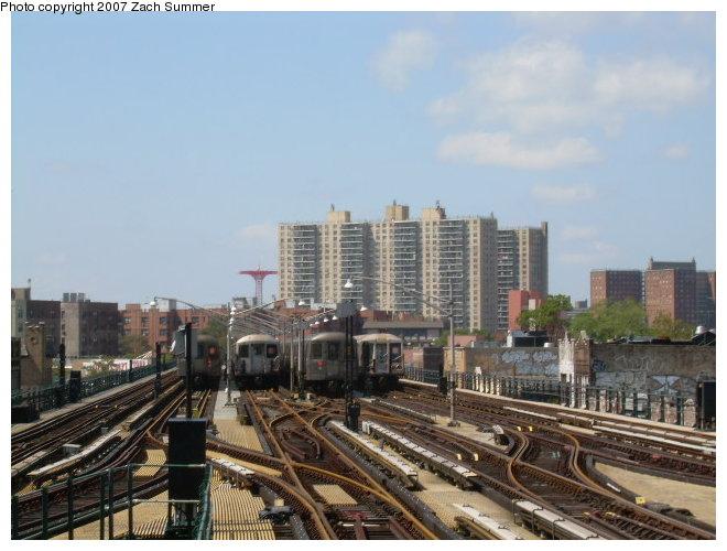 (113k, 660x500)<br><b>Country:</b> United States<br><b>City:</b> New York<br><b>System:</b> New York City Transit<br><b>Line:</b> BMT Brighton Line<br><b>Location:</b> Brighton Beach <br><b>Photo by:</b> Zach Summer<br><b>Date:</b> 9/3/2006<br><b>Notes:</b> Train layups at Brighton Beach.<br><b>Viewed (this week/total):</b> 0 / 1676