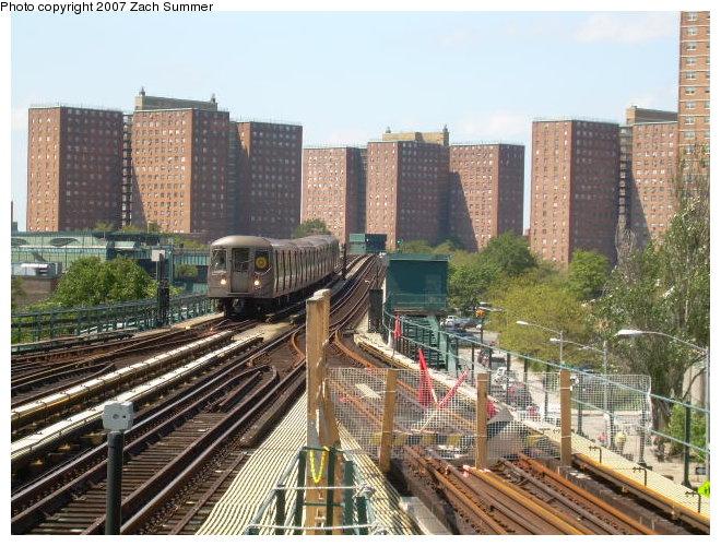 (144k, 660x500)<br><b>Country:</b> United States<br><b>City:</b> New York<br><b>System:</b> New York City Transit<br><b>Line:</b> BMT Brighton Line<br><b>Location:</b> Ocean Parkway <br><b>Route:</b> Q<br><b>Car:</b> R-68/R-68A Series (Number Unknown)  <br><b>Photo by:</b> Zach Summer<br><b>Date:</b> 9/3/2006<br><b>Notes:</b> Approaching from West 8th St.<br><b>Viewed (this week/total):</b> 1 / 2248