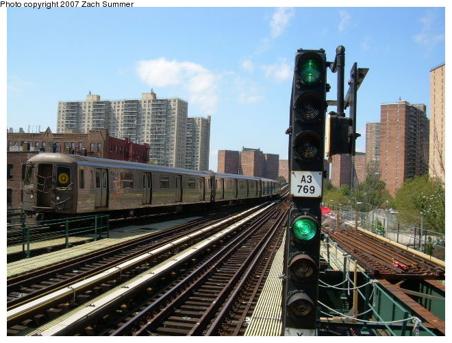 (137k, 660x500)<br><b>Country:</b> United States<br><b>City:</b> New York<br><b>System:</b> New York City Transit<br><b>Line:</b> BMT Brighton Line<br><b>Location:</b> Ocean Parkway <br><b>Route:</b> Q<br><b>Car:</b> R-68/R-68A Series (Number Unknown)  <br><b>Photo by:</b> Zach Summer<br><b>Date:</b> 9/3/2006<br><b>Notes:</b> Approaching from West 8th St.<br><b>Viewed (this week/total):</b> 1 / 1900