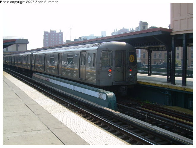(106k, 660x500)<br><b>Country:</b> United States<br><b>City:</b> New York<br><b>System:</b> New York City Transit<br><b>Line:</b> BMT Brighton Line<br><b>Location:</b> Brighton Beach <br><b>Route:</b> Q<br><b>Car:</b> R-68 (Westinghouse-Amrail, 1986-1988)  2900 <br><b>Photo by:</b> Zach Summer<br><b>Date:</b> 9/9/2006<br><b>Viewed (this week/total):</b> 0 / 2020