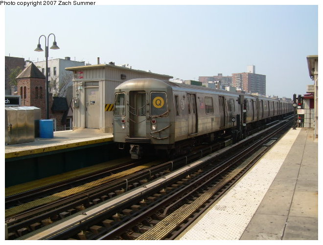 (115k, 660x500)<br><b>Country:</b> United States<br><b>City:</b> New York<br><b>System:</b> New York City Transit<br><b>Line:</b> BMT Brighton Line<br><b>Location:</b> Brighton Beach <br><b>Route:</b> Q<br><b>Car:</b> R-68A (Kawasaki, 1988-1989)  5020 <br><b>Photo by:</b> Zach Summer<br><b>Date:</b> 9/9/2006<br><b>Viewed (this week/total):</b> 0 / 1660
