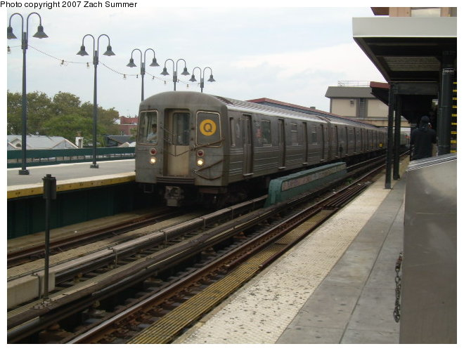 (109k, 660x500)<br><b>Country:</b> United States<br><b>City:</b> New York<br><b>System:</b> New York City Transit<br><b>Line:</b> BMT Brighton Line<br><b>Location:</b> Brighton Beach <br><b>Route:</b> Q<br><b>Car:</b> R-68A (Kawasaki, 1988-1989)  51xx <br><b>Photo by:</b> Zach Summer<br><b>Date:</b> 9/24/2006<br><b>Viewed (this week/total):</b> 3 / 1547