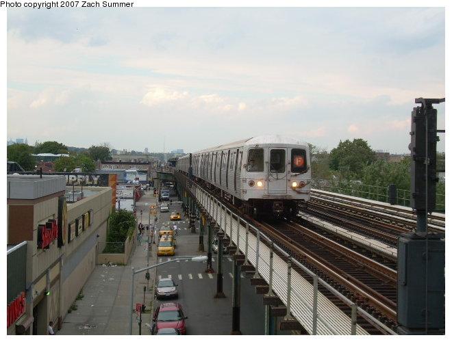 (106k, 660x500)<br><b>Country:</b> United States<br><b>City:</b> New York<br><b>System:</b> New York City Transit<br><b>Line:</b> BMT Culver Line<br><b>Location:</b> Avenue I <br><b>Route:</b> F<br><b>Car:</b> R-46 (Pullman-Standard, 1974-75)  <br><b>Photo by:</b> Zach Summer<br><b>Date:</b> 9/24/2006<br><b>Viewed (this week/total):</b> 0 / 2398