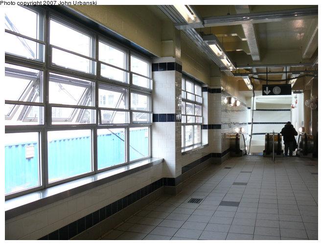 (123k, 660x500)<br><b>Country:</b> United States<br><b>City:</b> New York<br><b>System:</b> New York City Transit<br><b>Line:</b> BMT Myrtle Avenue Line<br><b>Location:</b> Myrtle/Wyckoff Headhouse/Transfer<br><b>Photo by:</b> John Urbanski<br><b>Date:</b> 4/19/2007<br><b>Notes:</b> New Myrtle-Wycoff transfer and headhouse.<br><b>Viewed (this week/total):</b> 1 / 2895