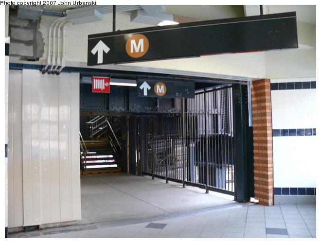 (109k, 660x500)<br><b>Country:</b> United States<br><b>City:</b> New York<br><b>System:</b> New York City Transit<br><b>Line:</b> BMT Myrtle Avenue Line<br><b>Location:</b> Myrtle/Wyckoff Headhouse/Transfer<br><b>Photo by:</b> John Urbanski<br><b>Date:</b> 4/19/2007<br><b>Notes:</b> New Myrtle-Wycoff transfer and headhouse.<br><b>Viewed (this week/total):</b> 0 / 2971