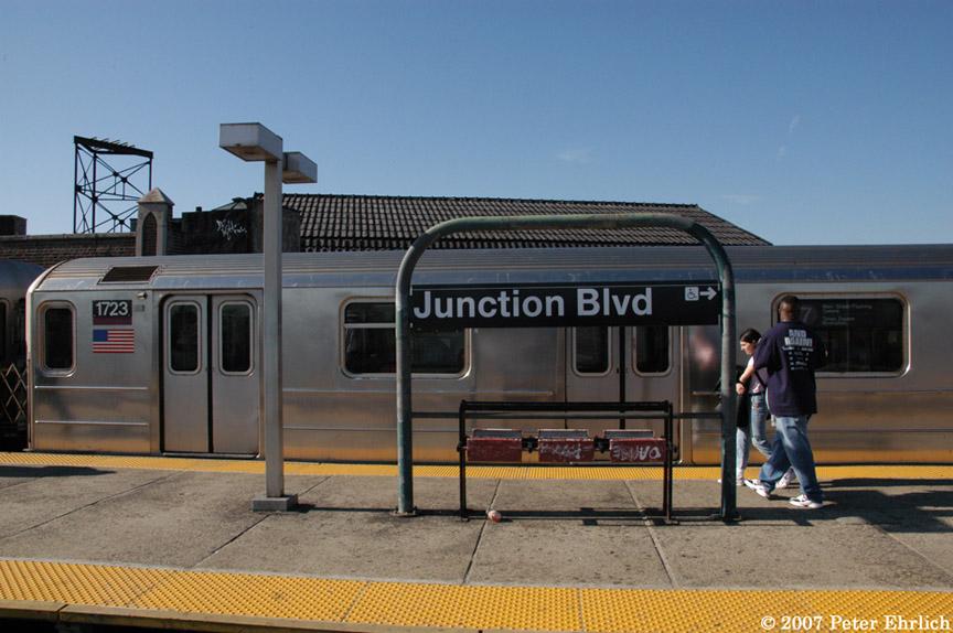 (174k, 864x574)<br><b>Country:</b> United States<br><b>City:</b> New York<br><b>System:</b> New York City Transit<br><b>Line:</b> IRT Flushing Line<br><b>Location:</b> Junction Boulevard <br><b>Car:</b> R-62A (Bombardier, 1984-1987)  1723 <br><b>Photo by:</b> Peter Ehrlich<br><b>Date:</b> 4/20/2007<br><b>Viewed (this week/total):</b> 0 / 2304