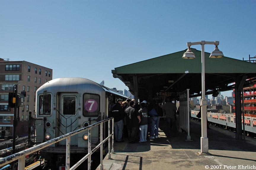 (161k, 864x574)<br><b>Country:</b> United States<br><b>City:</b> New York<br><b>System:</b> New York City Transit<br><b>Line:</b> IRT Flushing Line<br><b>Location:</b> Queensborough Plaza <br><b>Car:</b> R-62A (Bombardier, 1984-1987)  2095 <br><b>Photo by:</b> Peter Ehrlich<br><b>Date:</b> 4/20/2007<br><b>Notes:</b> At Queensboro Plaza outbound.<br><b>Viewed (this week/total):</b> 0 / 1812
