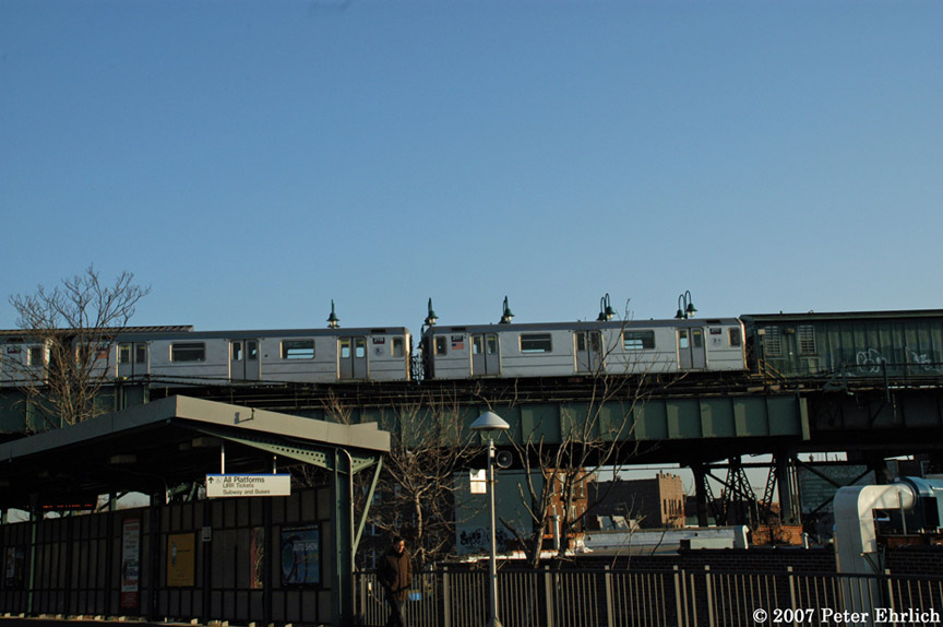 (151k, 864x574)<br><b>Country:</b> United States<br><b>City:</b> New York<br><b>System:</b> New York City Transit<br><b>Line:</b> IRT Flushing Line<br><b>Location:</b> 61st Street/Woodside <br><b>Car:</b> R-62A (Bombardier, 1984-1987)  2117 <br><b>Photo by:</b> Peter Ehrlich<br><b>Date:</b> 4/11/2007<br><b>Notes:</b> Outbound train at 61st/Woodside Station, viewed from LIRR platform. With 2119.<br><b>Viewed (this week/total):</b> 0 / 2127