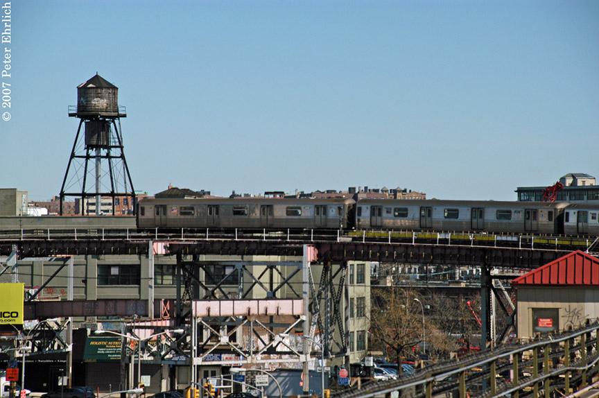 (192k, 864x574)<br><b>Country:</b> United States<br><b>City:</b> New York<br><b>System:</b> New York City Transit<br><b>Line:</b> BMT Astoria Line<br><b>Location:</b> Queensborough Plaza <br><b>Car:</b> R-68 (Westinghouse-Amrail, 1986-1988)  2886 <br><b>Photo by:</b> Peter Ehrlich<br><b>Date:</b> 4/20/2007<br><b>Notes:</b> Leaving Queensboro Plaza outbound.<br><b>Viewed (this week/total):</b> 5 / 2567