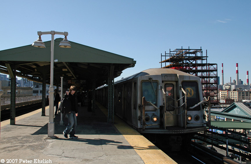 (167k, 864x565)<br><b>Country:</b> United States<br><b>City:</b> New York<br><b>System:</b> New York City Transit<br><b>Line:</b> BMT Astoria Line<br><b>Location:</b> Queensborough Plaza <br><b>Car:</b> R-40 (St. Louis, 1968)  4253 <br><b>Photo by:</b> Peter Ehrlich<br><b>Date:</b> 4/20/2007<br><b>Notes:</b> At Queensboro Plaza outbound.<br><b>Viewed (this week/total):</b> 1 / 2348