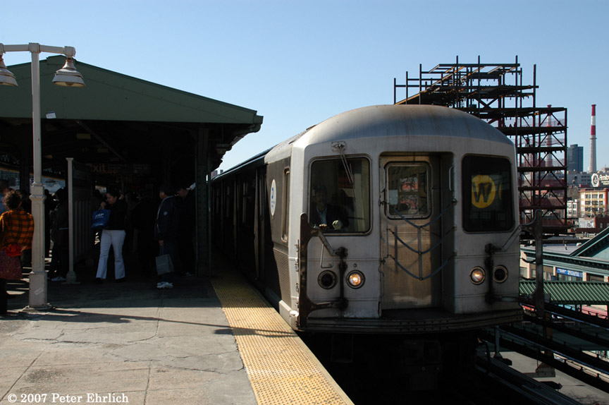(161k, 864x574)<br><b>Country:</b> United States<br><b>City:</b> New York<br><b>System:</b> New York City Transit<br><b>Line:</b> BMT Astoria Line<br><b>Location:</b> Queensborough Plaza <br><b>Car:</b> R-40M (St. Louis, 1969)  4495 <br><b>Photo by:</b> Peter Ehrlich<br><b>Date:</b> 4/20/2007<br><b>Notes:</b> At Queensboro Plaza outbound.<br><b>Viewed (this week/total):</b> 0 / 2664