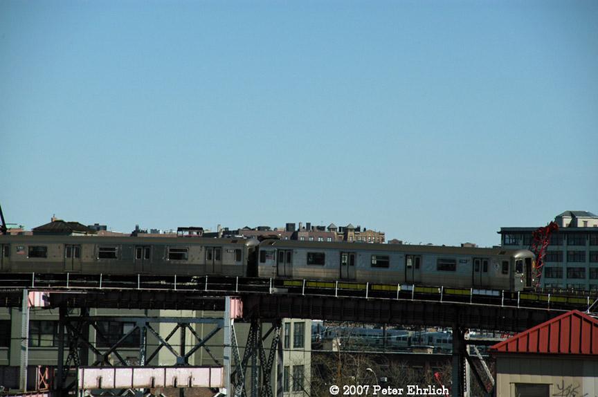 (142k, 864x574)<br><b>Country:</b> United States<br><b>City:</b> New York<br><b>System:</b> New York City Transit<br><b>Line:</b> BMT Astoria Line<br><b>Location:</b> Queensborough Plaza <br><b>Car:</b> R-68A (Kawasaki, 1988-1989)  5184 <br><b>Photo by:</b> Peter Ehrlich<br><b>Date:</b> 4/20/2007<br><b>Notes:</b> Approaching Queensboro Plaza inbound.<br><b>Viewed (this week/total):</b> 0 / 2327