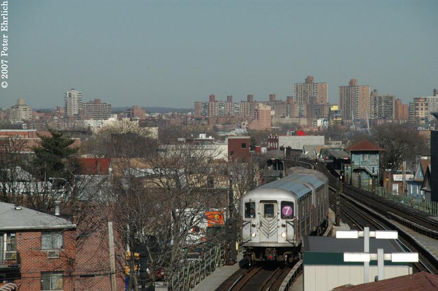 (193k, 864x574)<br><b>Country:</b> United States<br><b>City:</b> New York<br><b>System:</b> New York City Transit<br><b>Line:</b> IRT Flushing Line<br><b>Location:</b> Junction Boulevard <br><b>Car:</b> R-62A (Bombardier, 1984-1987)   <br><b>Photo by:</b> Peter Ehrlich<br><b>Date:</b> 4/20/2007<br><b>Notes:</b> Inbound trains arriving Junction Blvd. Station.<br><b>Viewed (this week/total):</b> 0 / 2146