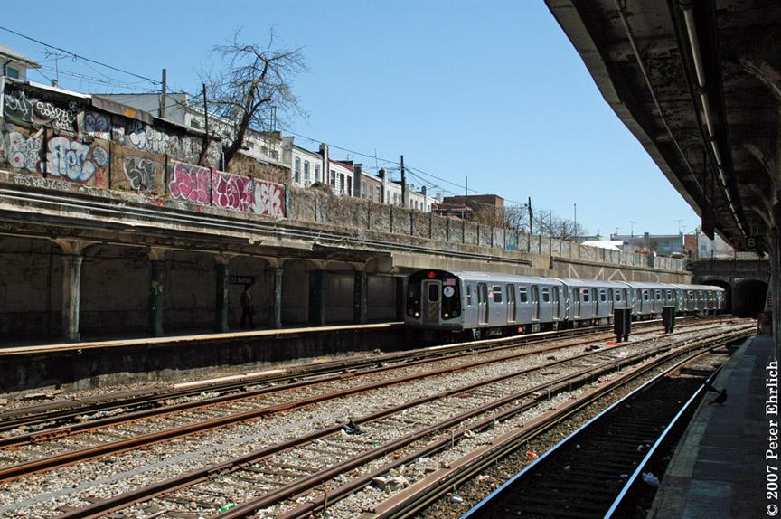 (249k, 864x574)<br><b>Country:</b> United States<br><b>City:</b> New York<br><b>System:</b> New York City Transit<br><b>Line:</b> BMT Sea Beach Line<br><b>Location:</b> 20th Avenue <br><b>Car:</b> R-160B (Kawasaki, 2005-2008)  8753 <br><b>Photo by:</b> Peter Ehrlich<br><b>Date:</b> 4/20/2007<br><b>Notes:</b> Arriving 20th Avenue inbound.<br><b>Viewed (this week/total):</b> 0 / 2422