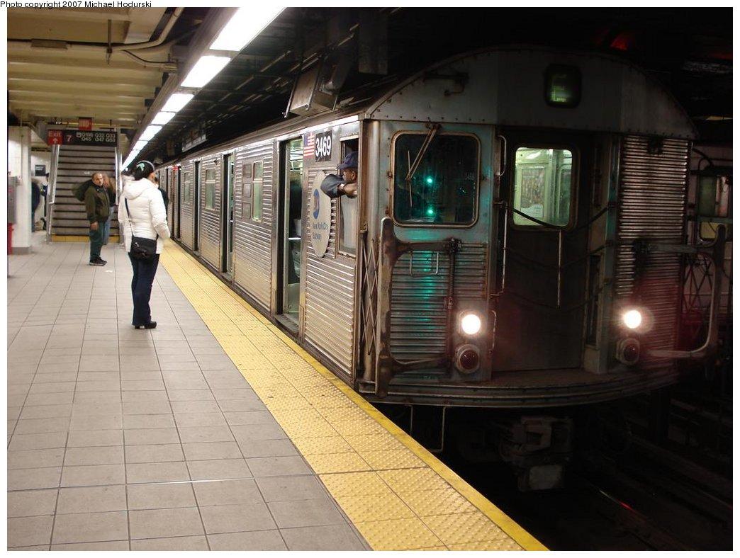 (166k, 1044x788)<br><b>Country:</b> United States<br><b>City:</b> New York<br><b>System:</b> New York City Transit<br><b>Line:</b> IND Queens Boulevard Line<br><b>Location:</b> Roosevelt Avenue <br><b>Route:</b> E<br><b>Car:</b> R-32 (Budd, 1964)  3469 <br><b>Photo by:</b> Michael Hodurski<br><b>Date:</b> 4/6/2007<br><b>Viewed (this week/total):</b> 4 / 3342