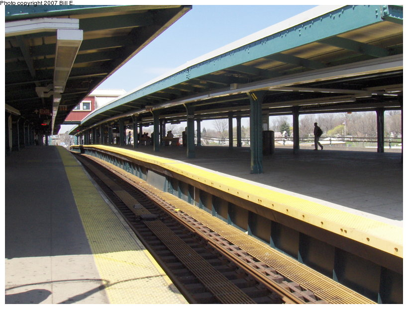 (119k, 820x622)<br><b>Country:</b> United States<br><b>City:</b> New York<br><b>System:</b> New York City Transit<br><b>Line:</b> BMT Canarsie Line<br><b>Location:</b> Broadway Junction <br><b>Photo by:</b> Bill E.<br><b>Date:</b> 4/22/2007<br><b>Viewed (this week/total):</b> 2 / 1785