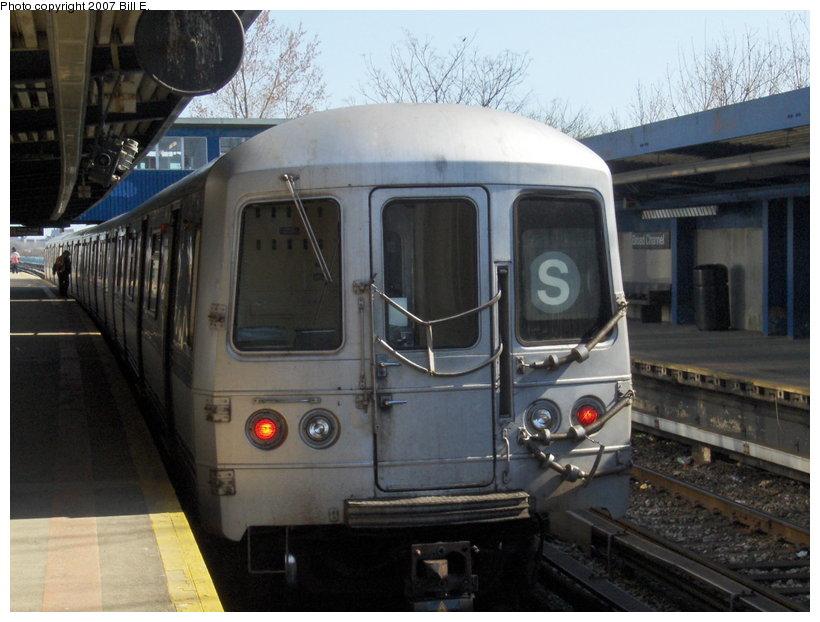 (104k, 820x622)<br><b>Country:</b> United States<br><b>City:</b> New York<br><b>System:</b> New York City Transit<br><b>Line:</b> IND Rockaway<br><b>Location:</b> Broad Channel <br><b>Route:</b> S<br><b>Car:</b> R-44 (St. Louis, 1971-73)  <br><b>Photo by:</b> Bill E.<br><b>Date:</b> 4/22/2007<br><b>Viewed (this week/total):</b> 2 / 1854