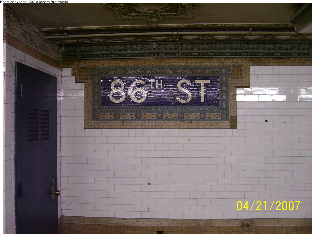 (174k, 1044x788)<br><b>Country:</b> United States<br><b>City:</b> New York<br><b>System:</b> New York City Transit<br><b>Line:</b> IRT West Side Line<br><b>Location:</b> 86th Street <br><b>Photo by:</b> Aliandro Brathwaite<br><b>Date:</b> 4/21/2007<br><b>Viewed (this week/total):</b> 0 / 2012