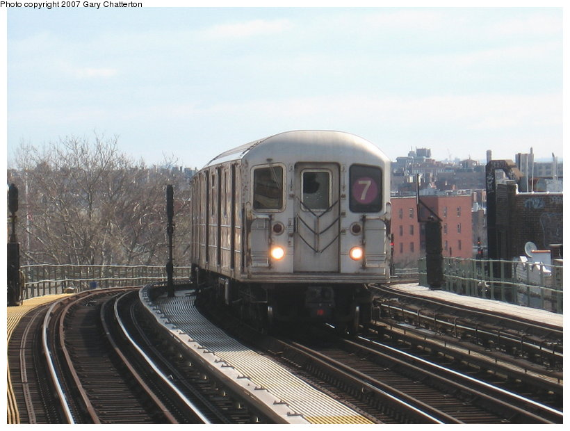(105k, 820x620)<br><b>Country:</b> United States<br><b>City:</b> New York<br><b>System:</b> New York City Transit<br><b>Line:</b> IRT Flushing Line<br><b>Location:</b> 52nd Street/Lincoln Avenue <br><b>Route:</b> 7<br><b>Car:</b> R-62A (Bombardier, 1984-1987)  1785 <br><b>Photo by:</b> Gary Chatterton<br><b>Date:</b> 4/13/2007<br><b>Viewed (this week/total):</b> 0 / 1761