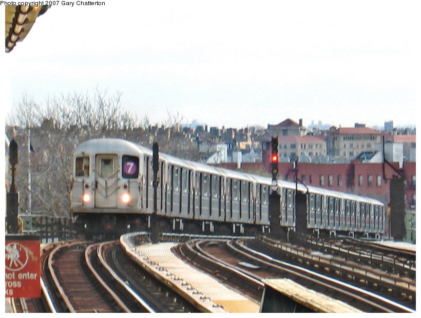 (102k, 820x620)<br><b>Country:</b> United States<br><b>City:</b> New York<br><b>System:</b> New York City Transit<br><b>Line:</b> IRT Flushing Line<br><b>Location:</b> 52nd Street/Lincoln Avenue <br><b>Route:</b> 7<br><b>Car:</b> R-62A (Bombardier, 1984-1987)  1735 <br><b>Photo by:</b> Gary Chatterton<br><b>Date:</b> 4/13/2007<br><b>Viewed (this week/total):</b> 0 / 1814