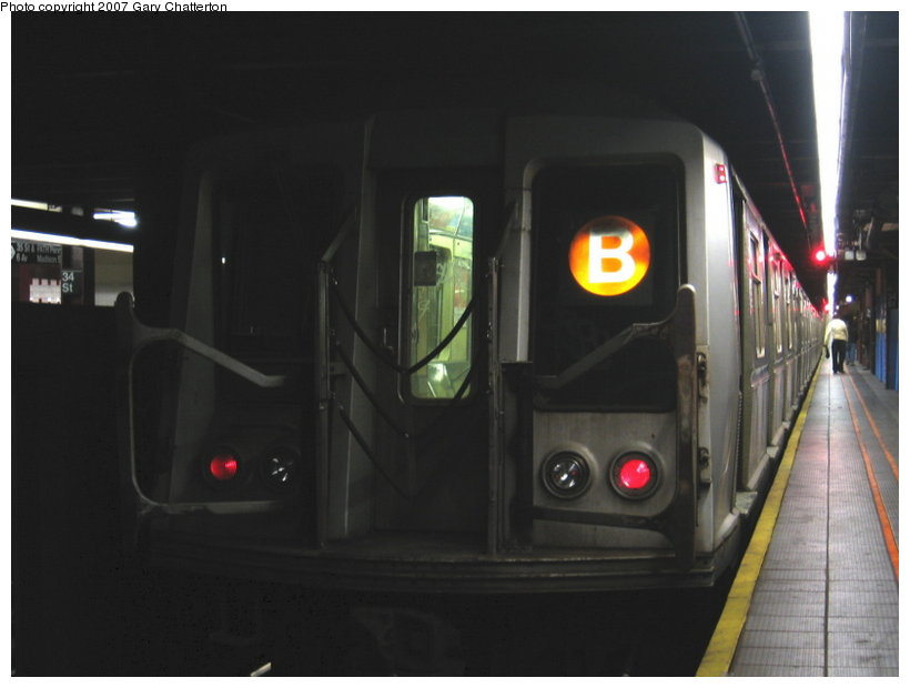 (65k, 820x620)<br><b>Country:</b> United States<br><b>City:</b> New York<br><b>System:</b> New York City Transit<br><b>Line:</b> IND 6th Avenue Line<br><b>Location:</b> 34th Street/Herald Square <br><b>Route:</b> B<br><b>Car:</b> R-40 (St. Louis, 1968)  4326 <br><b>Photo by:</b> Gary Chatterton<br><b>Date:</b> 4/13/2007<br><b>Viewed (this week/total):</b> 0 / 2605