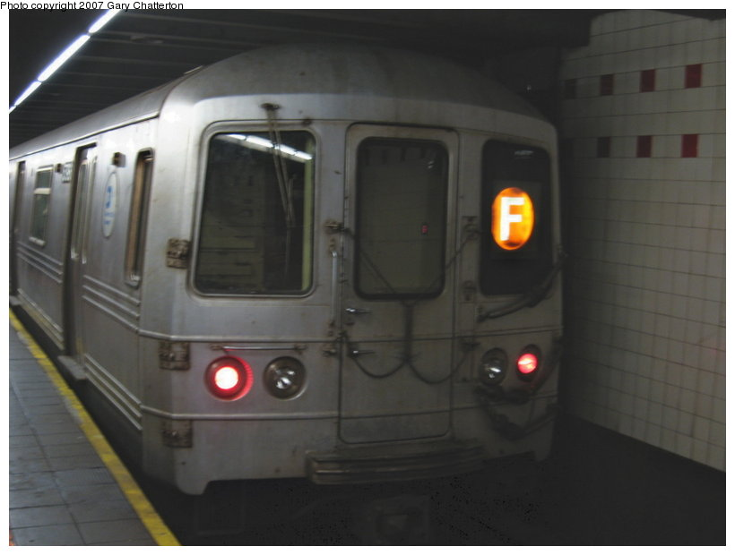 (63k, 820x620)<br><b>Country:</b> United States<br><b>City:</b> New York<br><b>System:</b> New York City Transit<br><b>Line:</b> IND 6th Avenue Line<br><b>Location:</b> 34th Street/Herald Square <br><b>Route:</b> F<br><b>Car:</b> R-46 (Pullman-Standard, 1974-75) 5796 <br><b>Photo by:</b> Gary Chatterton<br><b>Date:</b> 4/13/2007<br><b>Viewed (this week/total):</b> 4 / 2502