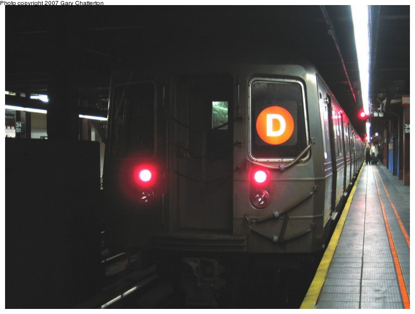 (67k, 820x620)<br><b>Country:</b> United States<br><b>City:</b> New York<br><b>System:</b> New York City Transit<br><b>Line:</b> IND 6th Avenue Line<br><b>Location:</b> 34th Street/Herald Square <br><b>Route:</b> D<br><b>Car:</b> R-68 (Westinghouse-Amrail, 1986-1988)  2650 <br><b>Photo by:</b> Gary Chatterton<br><b>Date:</b> 4/13/2007<br><b>Viewed (this week/total):</b> 0 / 2860