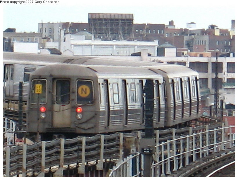 (116k, 820x620)<br><b>Country:</b> United States<br><b>City:</b> New York<br><b>System:</b> New York City Transit<br><b>Line:</b> BMT Astoria Line<br><b>Location:</b> Queensborough Plaza <br><b>Route:</b> N<br><b>Car:</b> R-68 (Westinghouse-Amrail, 1986-1988)  2826 <br><b>Photo by:</b> Gary Chatterton<br><b>Date:</b> 4/13/2007<br><b>Viewed (this week/total):</b> 0 / 1882