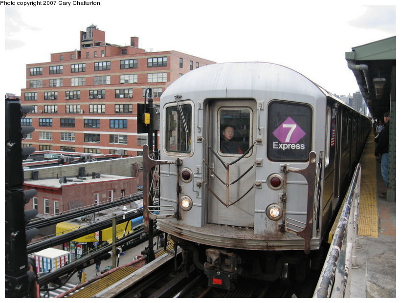(119k, 820x620)<br><b>Country:</b> United States<br><b>City:</b> New York<br><b>System:</b> New York City Transit<br><b>Line:</b> IRT Flushing Line<br><b>Location:</b> Queensborough Plaza <br><b>Route:</b> 7<br><b>Car:</b> R-62A (Bombardier, 1984-1987)  2007 <br><b>Photo by:</b> Gary Chatterton<br><b>Date:</b> 4/13/2007<br><b>Viewed (this week/total):</b> 0 / 2149