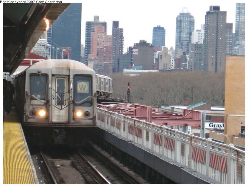 (111k, 820x620)<br><b>Country:</b> United States<br><b>City:</b> New York<br><b>System:</b> New York City Transit<br><b>Line:</b> BMT Astoria Line<br><b>Location:</b> Queensborough Plaza <br><b>Route:</b> W<br><b>Car:</b> R-40 (St. Louis, 1968)  4226 <br><b>Photo by:</b> Gary Chatterton<br><b>Date:</b> 4/13/2007<br><b>Viewed (this week/total):</b> 0 / 2050