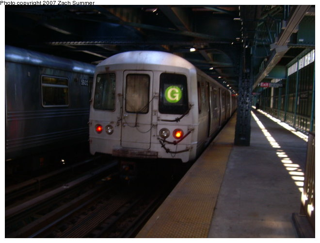 (93k, 660x500)<br><b>Country:</b> United States<br><b>City:</b> New York<br><b>System:</b> New York City Transit<br><b>Line:</b> BMT Culver Line<br><b>Location:</b> West 8th Street <br><b>Route:</b> G<br><b>Car:</b> R-46 (Pullman-Standard, 1974-75)  <br><b>Photo by:</b> Zach Summer<br><b>Date:</b> 9/30/2006<br><b>Viewed (this week/total):</b> 2 / 2365