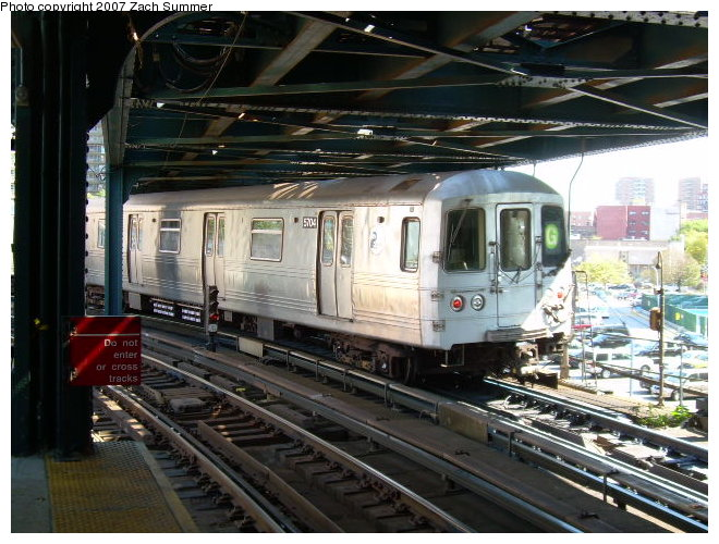 (133k, 660x500)<br><b>Country:</b> United States<br><b>City:</b> New York<br><b>System:</b> New York City Transit<br><b>Line:</b> BMT Culver Line<br><b>Location:</b> West 8th Street <br><b>Route:</b> G<br><b>Car:</b> R-46 (Pullman-Standard, 1974-75)  <br><b>Photo by:</b> Zach Summer<br><b>Date:</b> 9/30/2006<br><b>Viewed (this week/total):</b> 0 / 2534