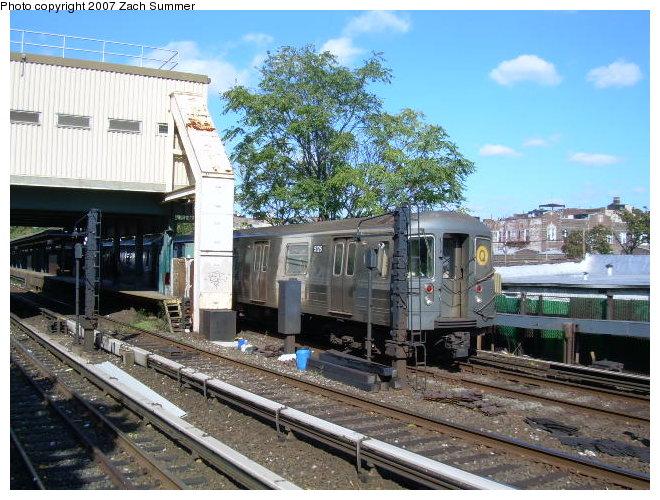 (143k, 660x500)<br><b>Country:</b> United States<br><b>City:</b> New York<br><b>System:</b> New York City Transit<br><b>Line:</b> BMT Brighton Line<br><b>Location:</b> Kings Highway <br><b>Route:</b> Q<br><b>Car:</b> R-68A (Kawasaki, 1988-1989)  5196 <br><b>Photo by:</b> Zach Summer<br><b>Date:</b> 10/21/2006<br><b>Viewed (this week/total):</b> 0 / 1877