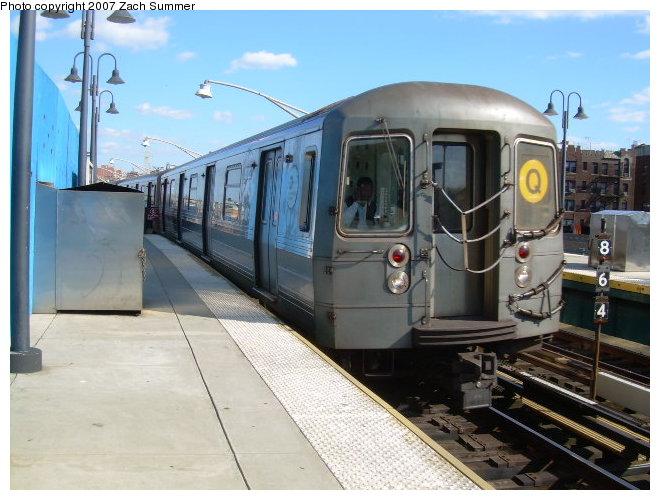 (116k, 660x500)<br><b>Country:</b> United States<br><b>City:</b> New York<br><b>System:</b> New York City Transit<br><b>Line:</b> BMT Brighton Line<br><b>Location:</b> Ocean Parkway <br><b>Route:</b> Q<br><b>Car:</b> R-68 (Westinghouse-Amrail, 1986-1988)  2876 <br><b>Photo by:</b> Zach Summer<br><b>Date:</b> 10/21/2006<br><b>Viewed (this week/total):</b> 0 / 1781