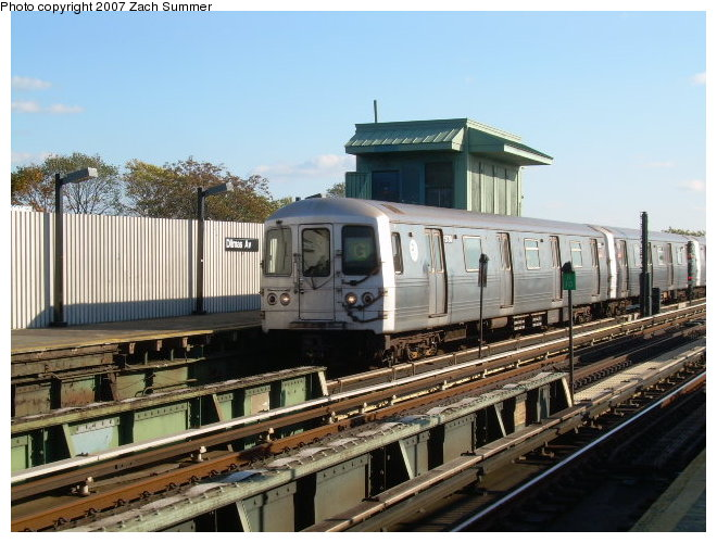 (123k, 660x500)<br><b>Country:</b> United States<br><b>City:</b> New York<br><b>System:</b> New York City Transit<br><b>Line:</b> BMT Culver Line<br><b>Location:</b> Ditmas Avenue <br><b>Route:</b> G<br><b>Car:</b> R-46 (Pullman-Standard, 1974-75)  <br><b>Photo by:</b> Zach Summer<br><b>Date:</b> 10/21/2006<br><b>Viewed (this week/total):</b> 0 / 1743