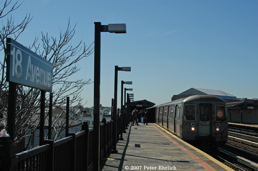 (165k, 864x574)<br><b>Country:</b> United States<br><b>City:</b> New York<br><b>System:</b> New York City Transit<br><b>Line:</b> BMT West End Line<br><b>Location:</b> 18th Avenue <br><b>Route:</b> D<br><b>Car:</b> R-68 (Westinghouse-Amrail, 1986-1988)  2632 <br><b>Photo by:</b> Peter Ehrlich<br><b>Date:</b> 4/20/2007<br><b>Viewed (this week/total):</b> 3 / 2302