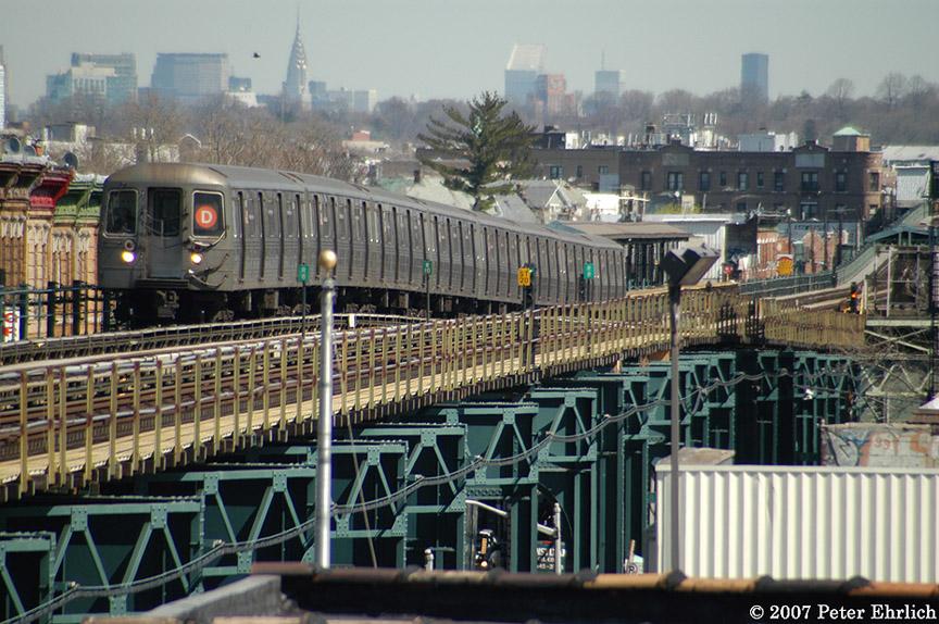 (238k, 864x574)<br><b>Country:</b> United States<br><b>City:</b> New York<br><b>System:</b> New York City Transit<br><b>Line:</b> BMT West End Line<br><b>Location:</b> 18th Avenue <br><b>Route:</b> D<br><b>Car:</b> R-68 (Westinghouse-Amrail, 1986-1988)  2646 <br><b>Photo by:</b> Peter Ehrlich<br><b>Date:</b> 4/20/2007<br><b>Viewed (this week/total):</b> 3 / 2931